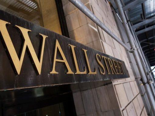 Wall Street abre en rojo la semana ante aumento del rendimiento de bonos del Tesoro