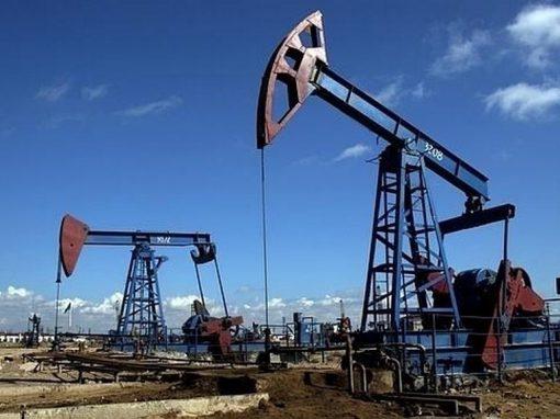 Petróleo cae por incertidumbre sobre negociaciones OPEP+