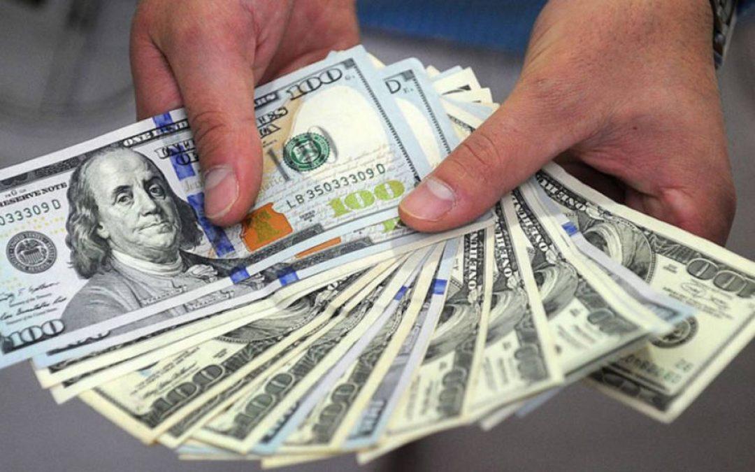 Situación del sencillo en dólares en Venezuela podría mejorar si se abren los vuelos, dice economista