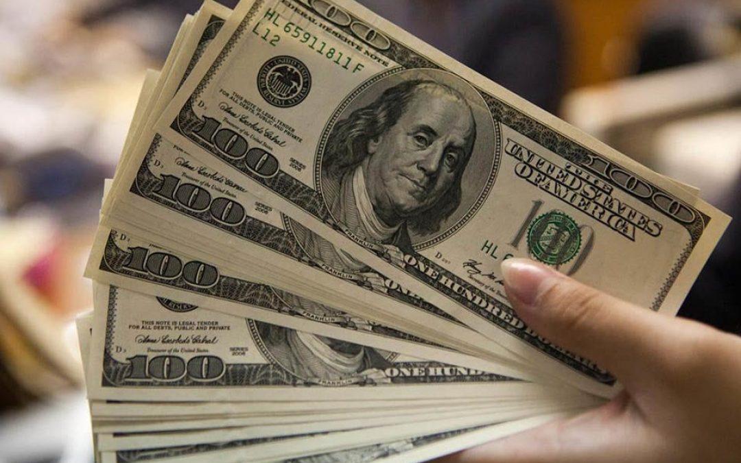 Dólar abre la semana con ganancias