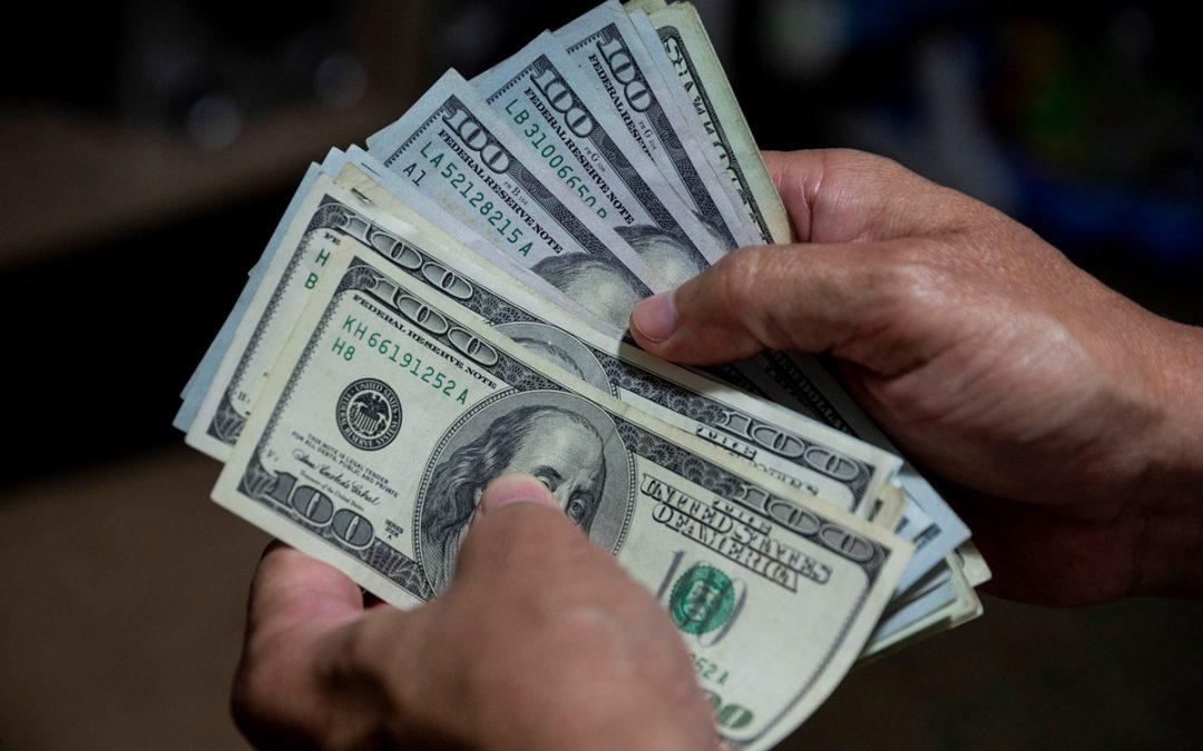 Analista: El dólar en Venezuela llegó para quedarse porque el Estado entendió que debe impulsar su uso