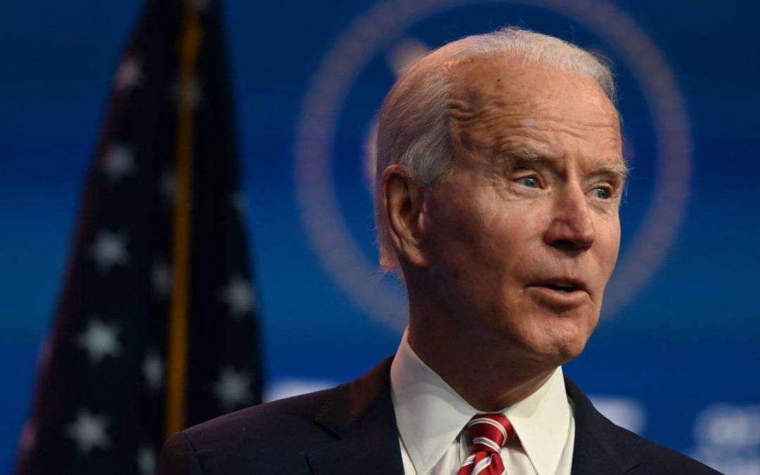 Administración de Biden evalúa autorizar intercambio de crudo por combustibles en Venezuela, señala informe