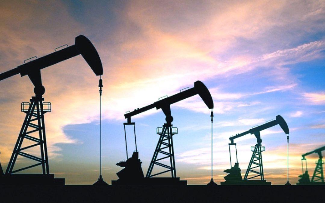 Petróleo retrocede, aunque panorama de la demanda continúa alcista
