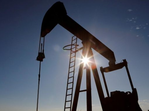 Crudo saltó más de 5% luego de decisión de OPEP+ de mantener recorte en abril