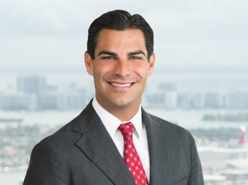 Alcalde de Miami revela cuándo compró BTC y ETH
