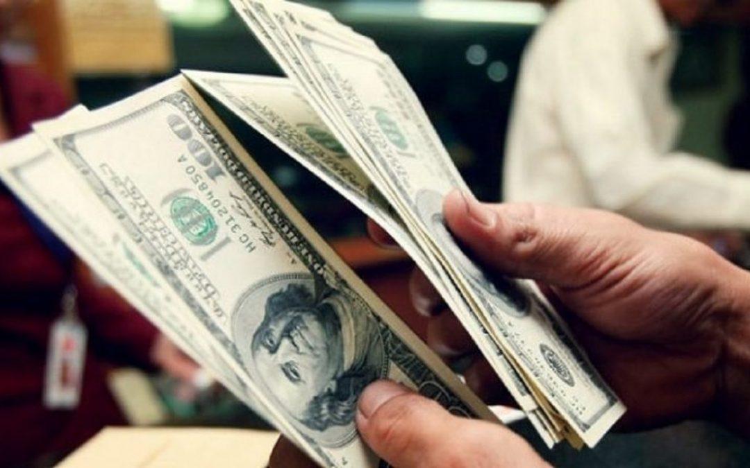 Dólar abre la semana con avances