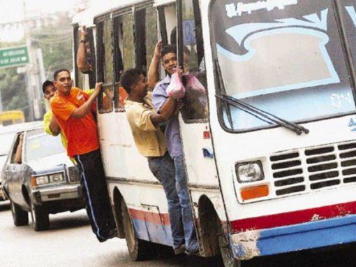 """Sector transporte de Venezuela está """"al borde del colapso"""", advierte gremio"""