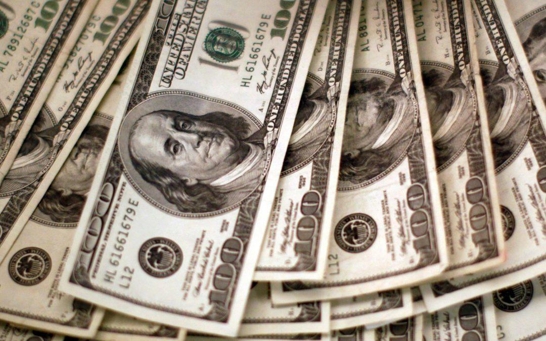 Dólar repunta desde mínimo de seis semanas