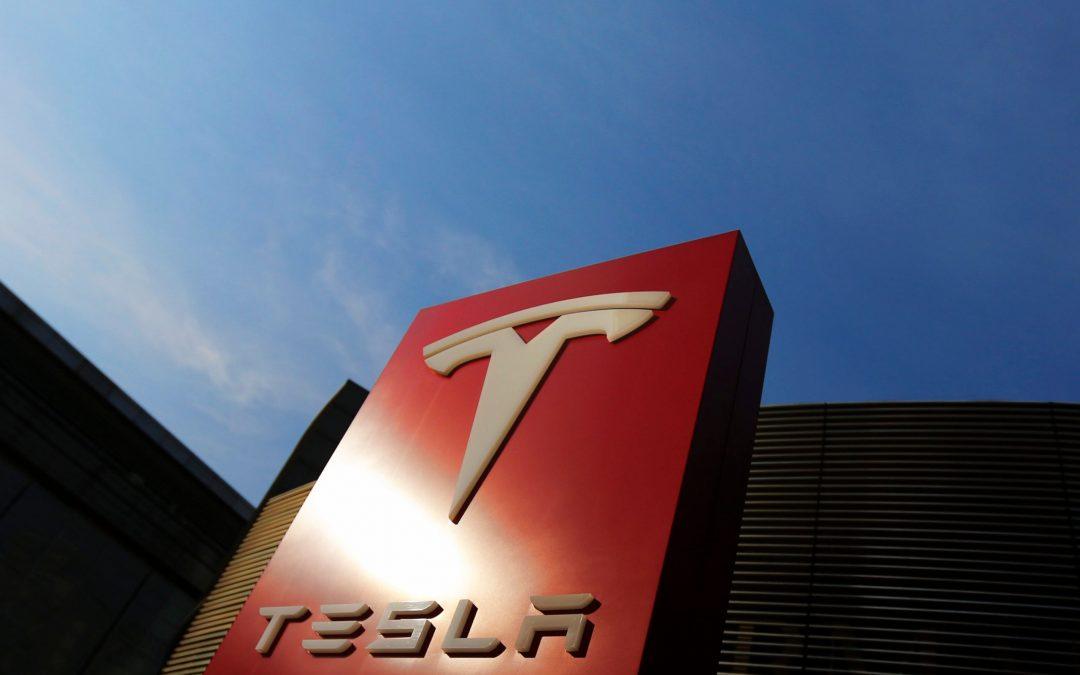 Acciones de Tesla en Wall Street cayeron a media jornada arrastradas por el BTC y tecnológicas