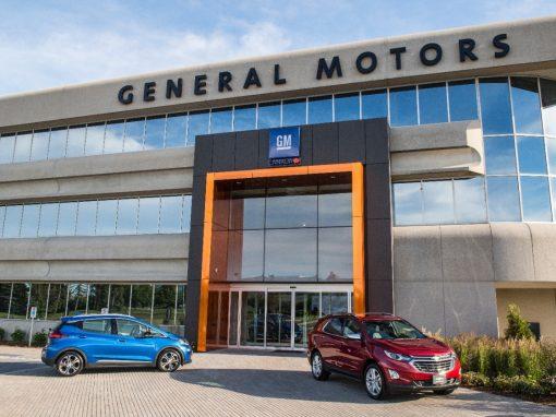 General Motors extiende cierre de plantas por recesión y escasez de microchips