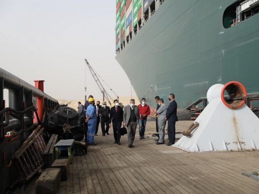 Jefe canal de Suez: Es difícil decir un tiempo para solucionar el problema