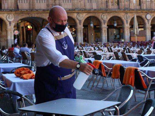 Sector de servicios de España recortó superávit para el cierre de 2020