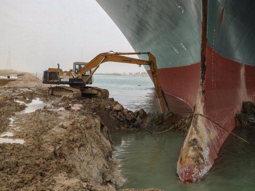 Bloqueo del Canal Suez podría costar hasta USD 10.000 millones semanales al comercio mundial