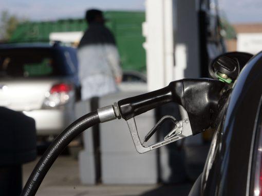 Precio de la gasolina y del gasóleo en España bajaron esta semana por primera vez desde noviembre