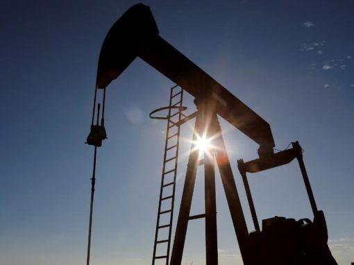 Petróleo baja por acuerdo de suministros entre Arabia Saudita y EAU