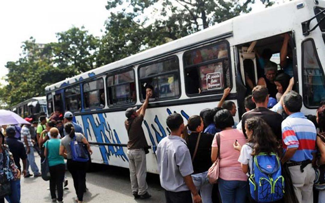 """Transportistas venezolanos piden anclar el pasaje en dólares: """"Aspiramos 30 centavos"""""""