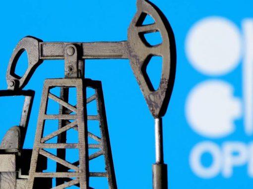 OPEP+ acordó aumentar gradualmente su producción petrolera hasta los 2 millones de barriles diarios