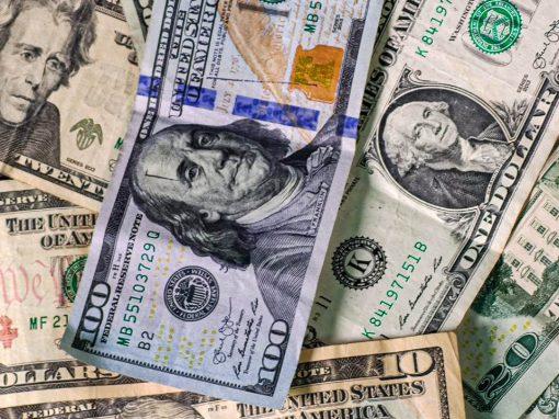 Dólar registra mínimo de cuatro semanas