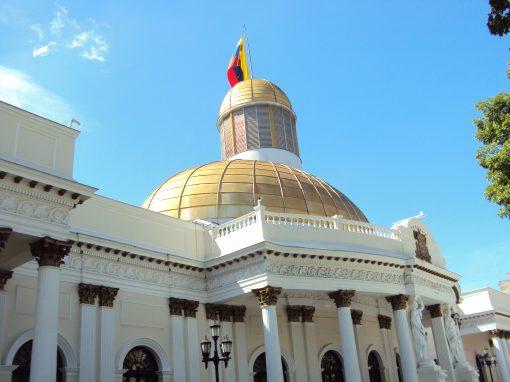Parlamento venezolano planteará reforma integral de toda la actividad económica, dice diputado chavista