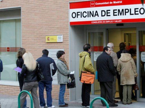 El desempleo en España cae en abril por segundo mes consecutivo
