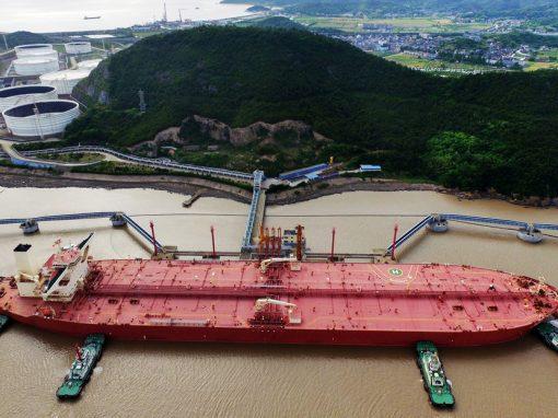 Importaciones diarias de crudo de China tocan su nivel más bajo de 2021 en mayo