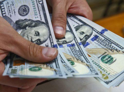 Cuba anuncia la suspensión de los depósitos de dólares en efectivo