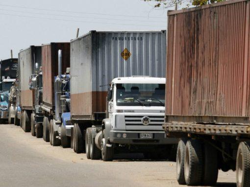 Denuncian que transportistas agropecuarios de Venezuela deben dejar parte de la mercancía en las alcabalas