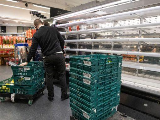 Aumento de casos Covid-19 podría generar escasez de alimentos en Reino Unido