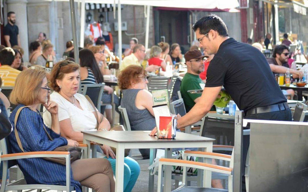El sector servicios en España se expandió a su ritmo más lento en agosto