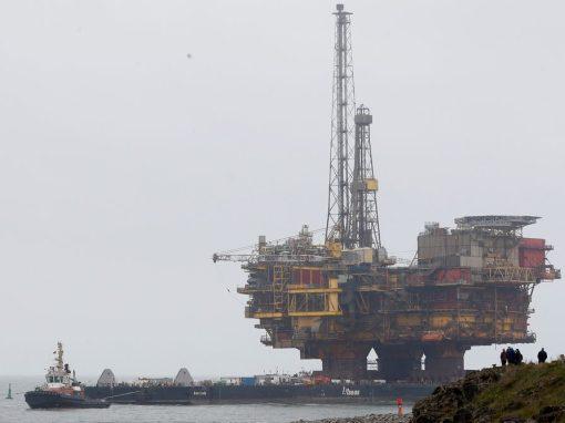 """La """"prima de escasez"""" del petróleo Brent aumenta ante la previsión de 100 dólares por barril"""