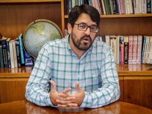 La reactivación del crédito sólo es posible con la adecuación financiera en dólares, según Asdrúbal Oliveros